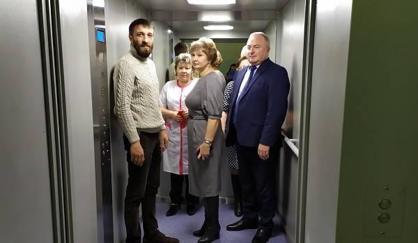 С полным соблюдением церемоний: в РФ открыли лифт, который не работал 25 лет