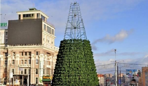В «ДНР» праздновать Новый год заставляют в приказном порядке: бюджетников согнали на площади к елкам
