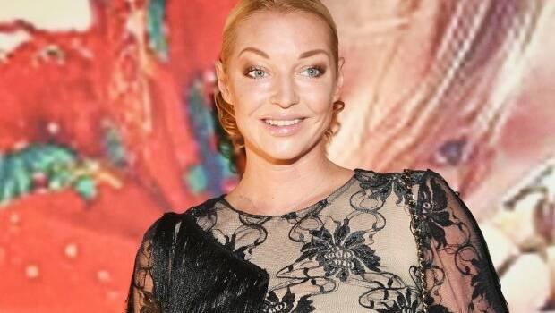 «Снимайте пуанты и никогда их больше не надевайте»: Волочкова опять нарвалась на критику из-за видео с танцевального зала