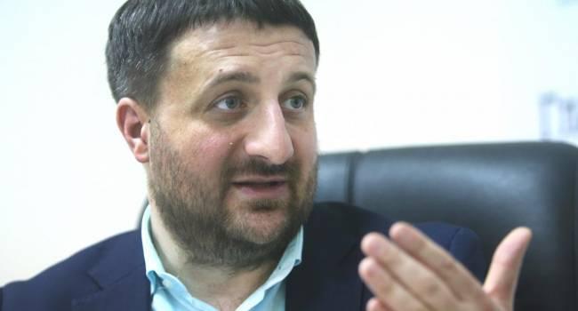 «Если парламент не будет местом для дискуссий, то тогда разговаривать будет улица»: Политтехнолог прокомментировал ограничение депутатской неприкосновенности