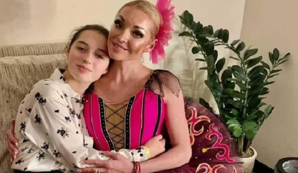 Все ради любовника: Волочкова выгнала из дома родную дочь-подростка