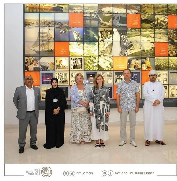 «Очень современная современность»: в сети высмеяли непривычный вид Елены Зеленской в Омане