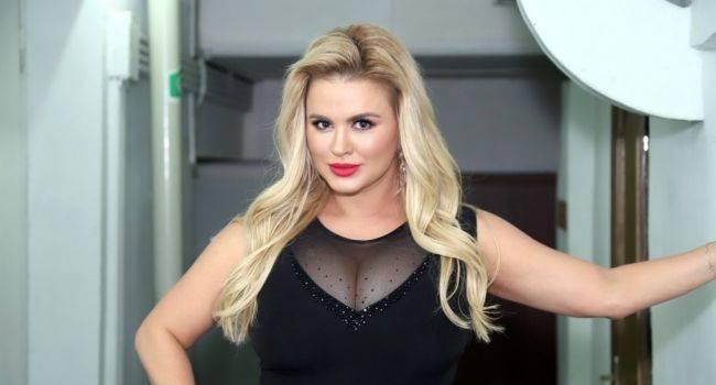 Поклонники раскритиковали Анну Семенович за ее фото с отдыха