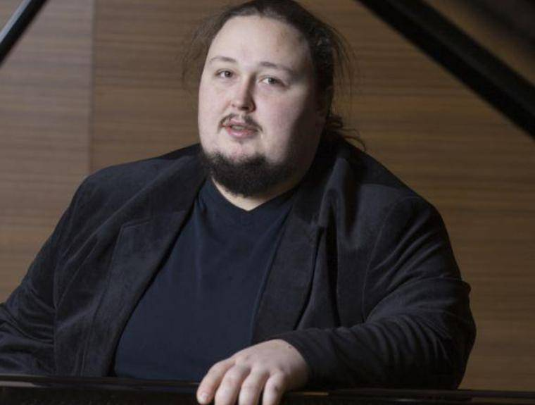 Страдающий ожирением сын Никаса Сафронова повторил шпагат Анастасии Волочковой
