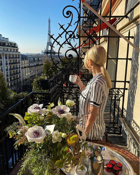 Яна Рудковская обманывает фанатов, демонстрируя роскошную жизнь