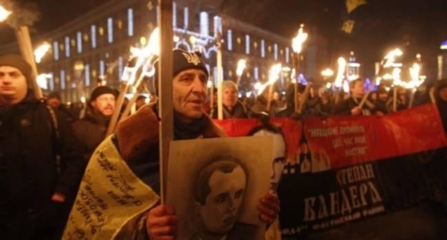 «Слава Степану Бандере! Мы – бандеровцы, мы идем!»: В Киеве прошло многотысячное факельное шествие