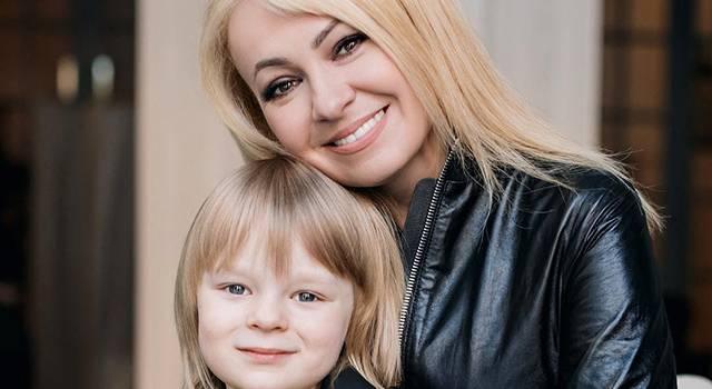 Лена Миро считает, что в прошлом Яна Рудковская работала в публичном доме