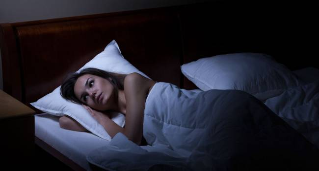 Риски возрастают: доктор рассказал, почему в новогодние дни нужно спать по ночам
