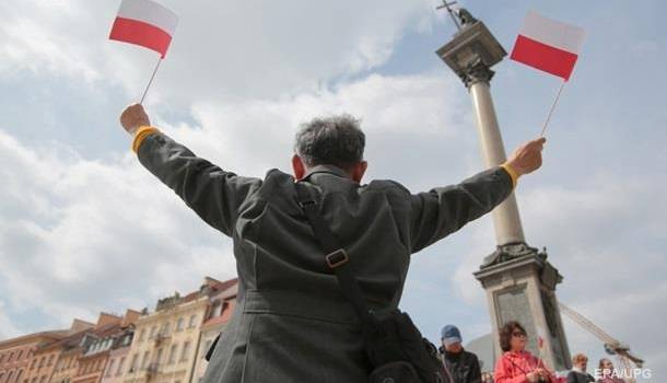 Власти Польши обвинили Москву во вмешательство в спор Варшавы с ЕС