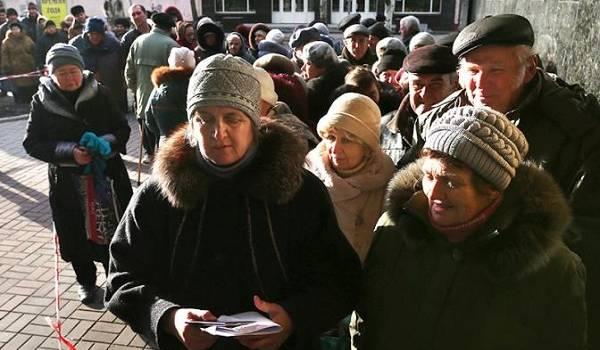 В очереди за украинской пенсией скончалась организатор нелегитимного референдума на Донбассе
