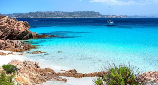 Туристы уничтожают курорт: с острова Сардиния вывозят песок и ракушки