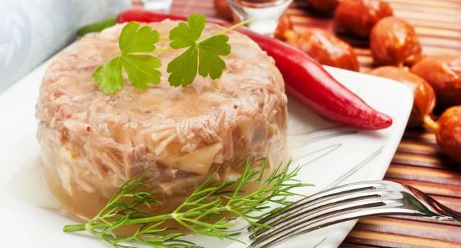 Оригинальные рецепты: самый вкусный холодец из свиной рульки