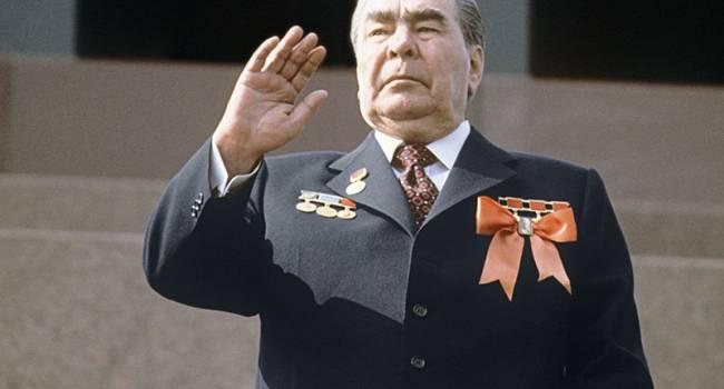 «Путевки в санатории и шелковые ковры»: СМИ рассказали о самых любимых подарках советских лидеров