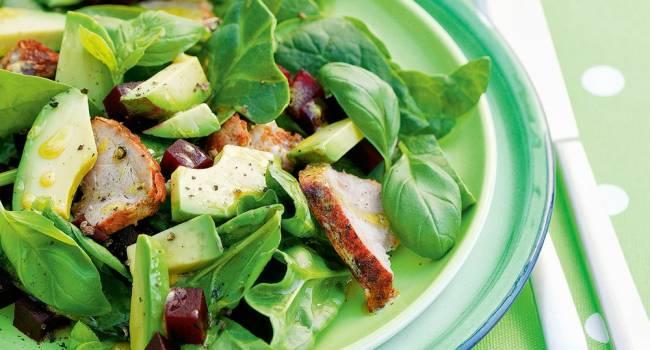 Вкусные блюда: салат из печени, свеклы и авокадо