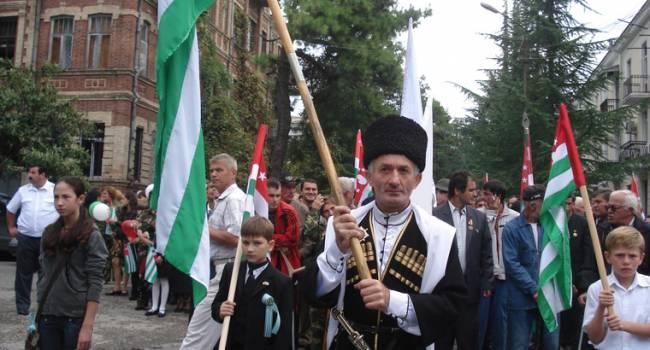 Государственный переворот в Абхазии: Люди штурмуют администрацию президента