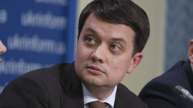 Спикер Рады Разумков хочет, чтобы Гончарук пояснил высокие премии министрам