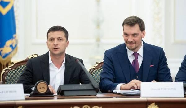 Гончарук и Зеленский встретились для обсуждения премий министрам