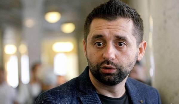 «Причем здесь Конституция?»:  в «Слуге народа» прокомментировали заявление Гончарука не к ВР