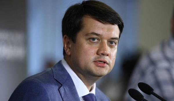 Разумков заявив, що зарплата першого віце-спікера Ради більша, ніж у нього