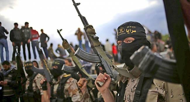 Самого толстого боевика ИГИЛ транспортировали в грузовике в Ирак