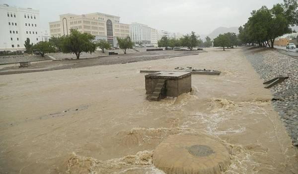 Мощная стихия в Омане: страна страдает от невиданных паводков