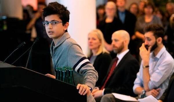 «Я стою здесь через неделю после этой ужасной трагедии и до сих пор не могу поверить в это»: сын жертвы катастрофы с самолетом МАУ выступил с речью