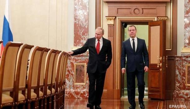 Медведев указал на причину отставки своего правительства