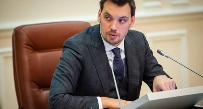 Политтехнолог: украинский премьер может быть под колпаком у Суркова и ФСБ