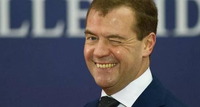 А вот и многоходовочка: в России объяснили отставку Медведева