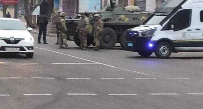«Оккупация Херсона?»: Национальная гвардия Украины и бронетехника экстренно заполнили улицы города