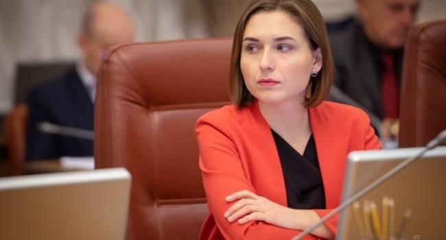 Учителям по 36 тысяч грн никто не думает платить, но Новосад считает, что ей такая зарплата маловата – пора семью создавать