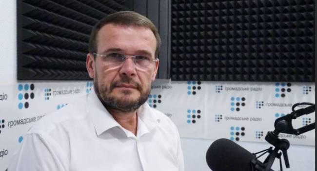 «Проигрывает на всех фронтах»: политолог заявил, что Украина не может двигаться в Евросоюз и США одновременно