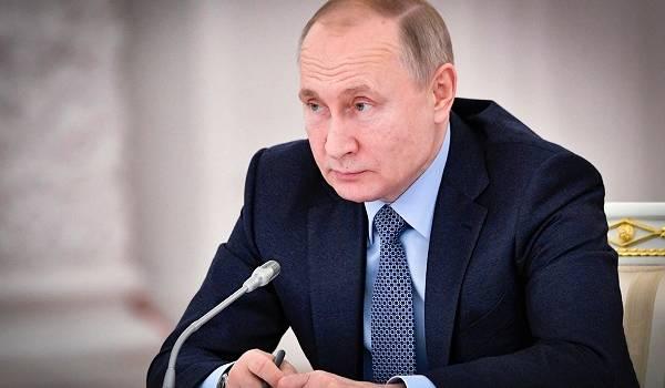 «А что, живых уже можно канонизировать?»: в аэропорту РФ продают иконы с изображением Путина