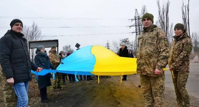 «Будь вірний до смерті! Україна нам понад усе»: Бійці ЗСУ з передової патріотично привітали українців