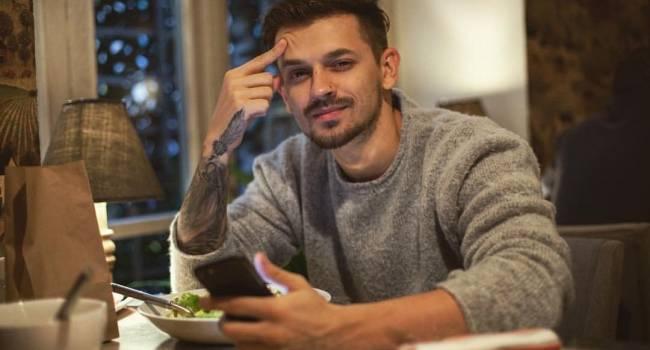 «Подсыпают в чай снотворное, вы вырубаетесь и остаетесь без денег»: звезда Black Star рассказал о своей поездке в Киев
