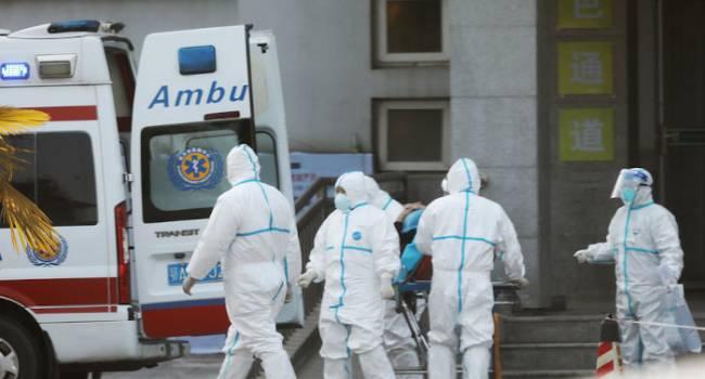 «Экстренно госпитализировали»: в РФ зафиксировали два подозрения на китайский вирус-убийцу