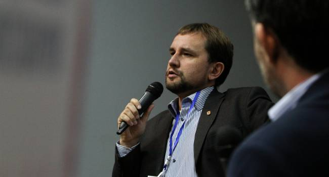 «О каком единении можно говорить?»: журналист прокомментировал заявление Вятровича о шпротах