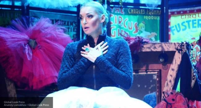 Анастасия Волочкова полностью обнаженная легла на снег, прикрывая интимные части тела веником
