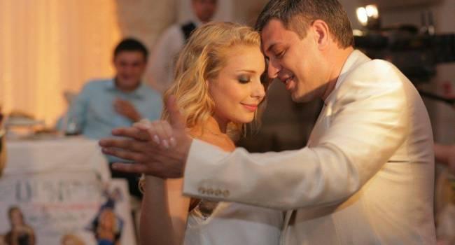 Тина Кароль, еле сдерживая слезы, рассказала о последних минутах жизни своего мужа
