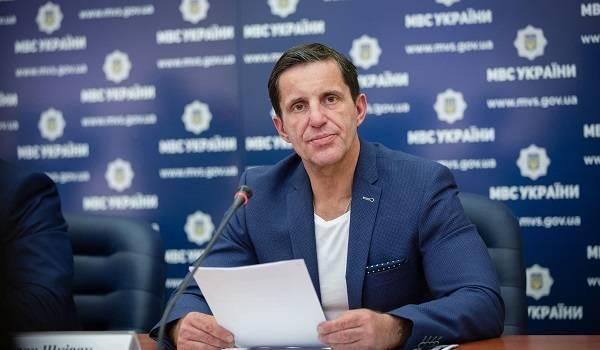 Советник Авакова ответил на претензии Великобритании, сделав на спине тату в виде Тризуба