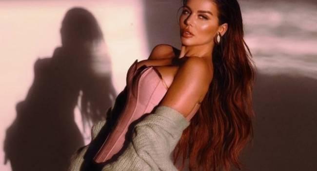Анна Седокова показала фото с тренировки, засветив огромную грудь