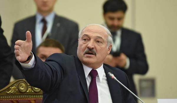 «Сидят и тычут в них»: Лукашенко оскорбительно высказался в адрес лидеров других стран