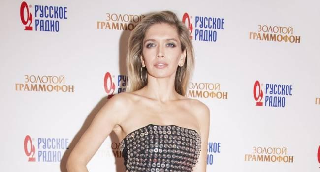 «Как старуха Шапокляк! Чучело!» Вера Брежнева появилась на «российском Оскаре» в Москве и вызвала много вопросов