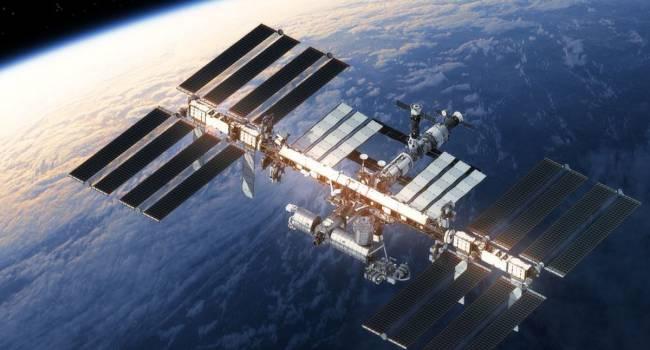 «Могут создать дыры в обшивке станции»: на МКС обнаружены опасные микроорганизмы