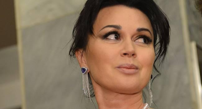 «У нас тут дети больные, кому нужна эта актрисулька»: в России возмутились слишком частыми новостями о Заворотнюк