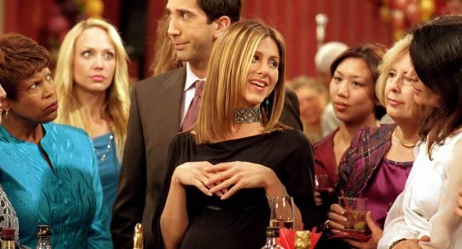 «Рос?! Кто сказал Росс?» Дженнифер Энистон шокировала поклонников, появившись на съемной площадке сериала «Друзья»