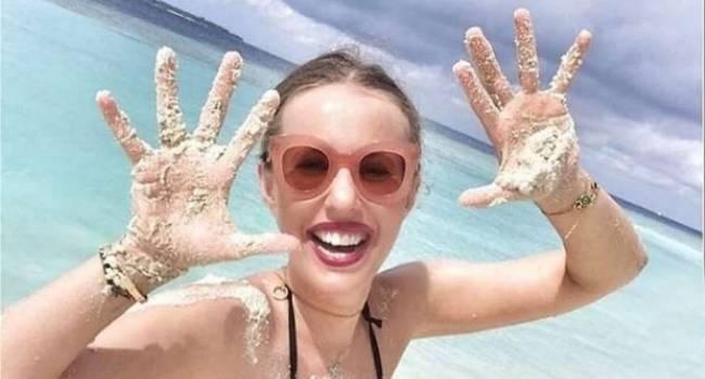 «Цвет ткани и твоя поза - это характер»: Ксения Собчак раскрыла секрет идеального отпуска