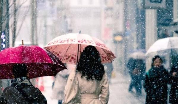 Мокрий сніг з дощем: синоптики розповіли про погоду на початку тижня