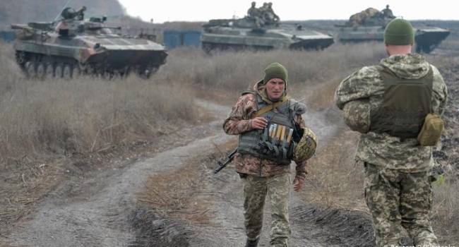Эксперт: стороны на Донбассе нужно насильно развести и ввести между ними миротворцев