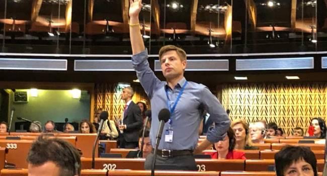 Гончаренко ввел в ступор российских пропагандистов: в то время, когда вас грабят, вы за 30 серебряников бегаете здесь и задаете вопросы Украине
